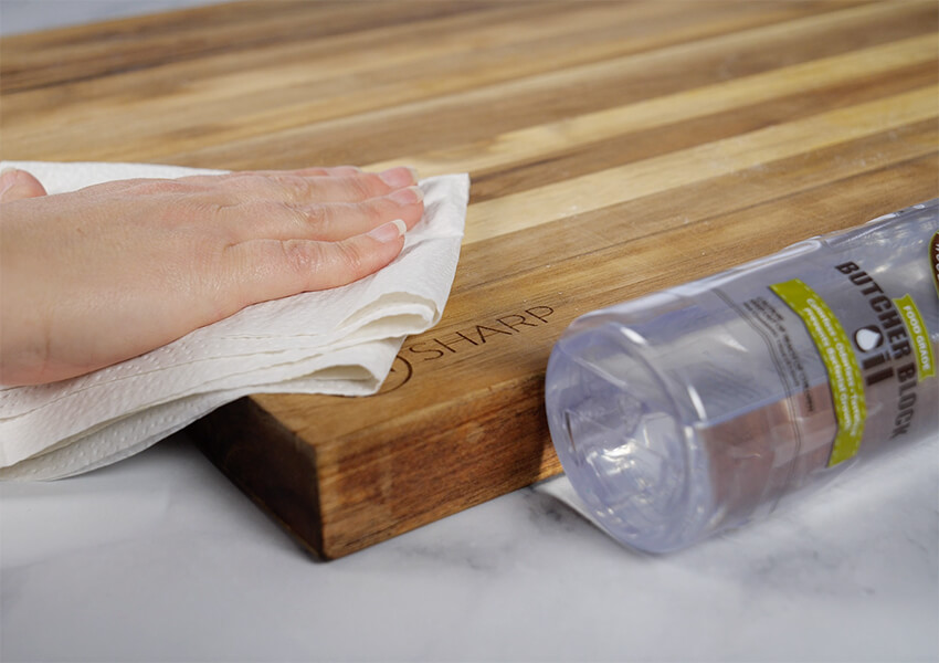 How to Oil a Wooden Cutting Board